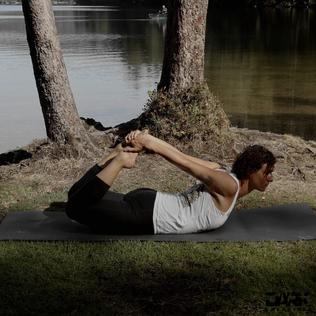 Taival-Yoga Dhanurasana
