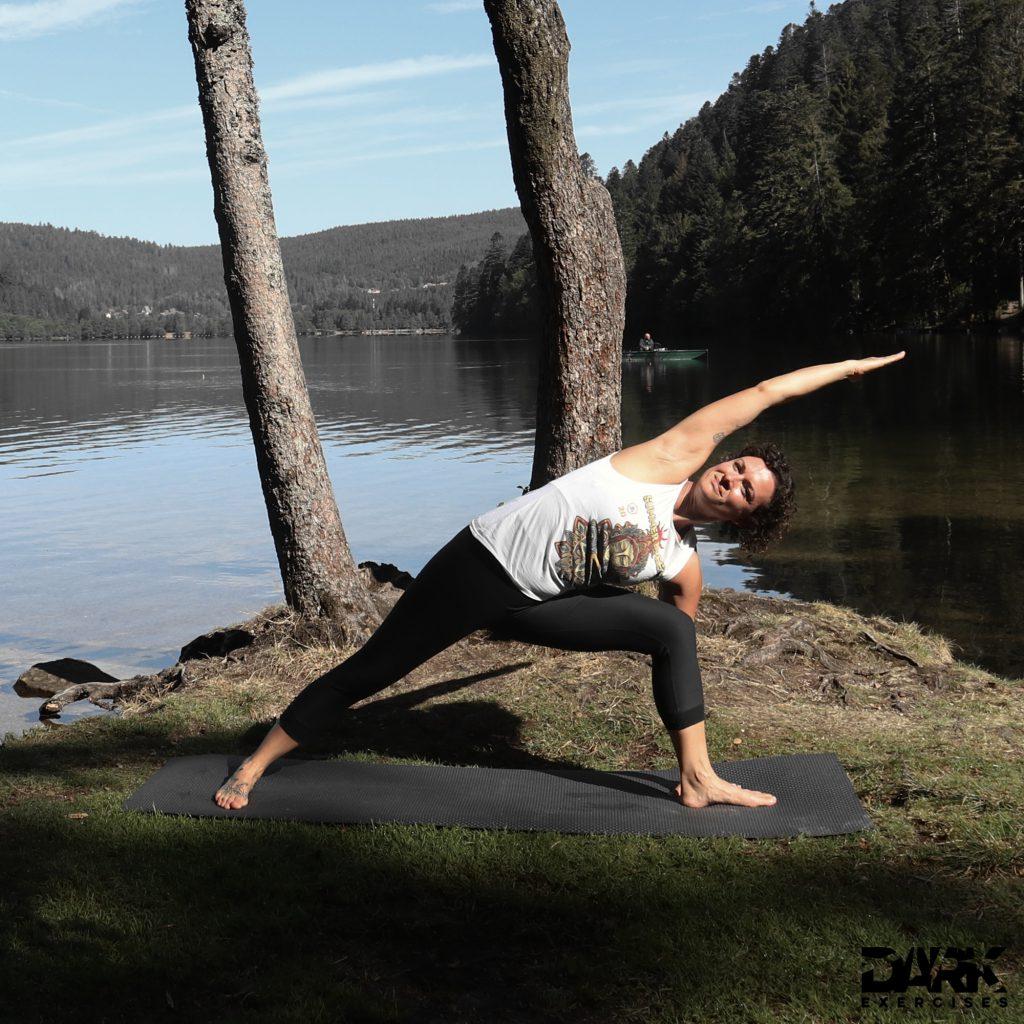 Taival-Yoga Utthita Parsvakonasana
