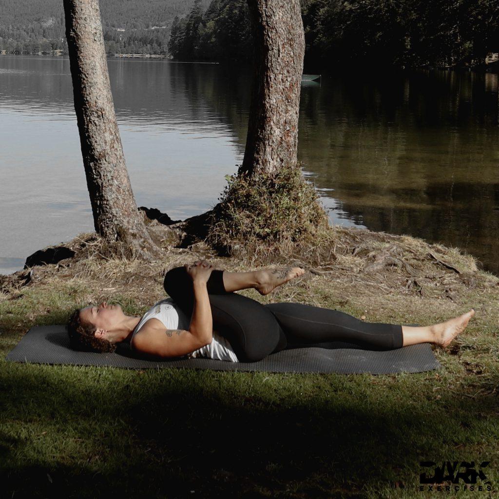 Taival-Yoga Knie zur Brust
