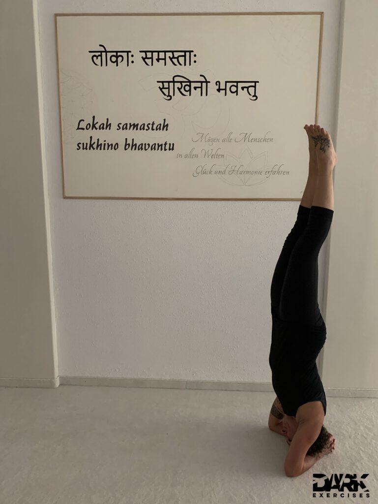 4-week-intensive-Yogateacher-Training Pt. 2 Shirshasana - the headstand, a sweaty posture
